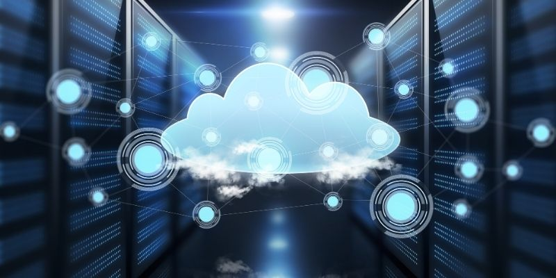 A cloud in the middle of servers, representing vps hosting